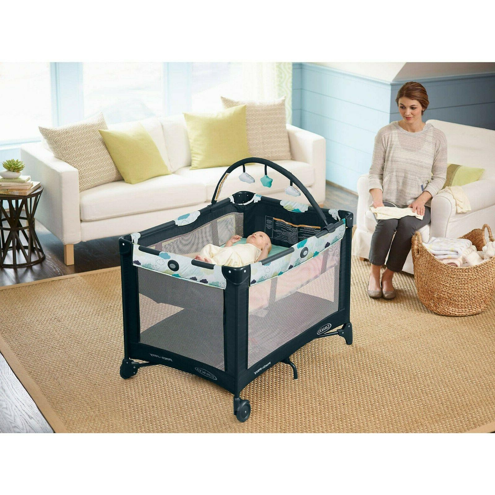 Baby Graco Packn Play On the Go Playard with Bassinet Stratu